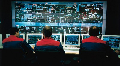Controlroom_By_Steag_Germany__[CC-BY-SA-3.0_(http_creativecommons.org_licenses_by-sa_3.0)]_via_Wikimedia_Commons